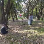 森の中で自然な二人を自然なままでロケーションウェディングしました。