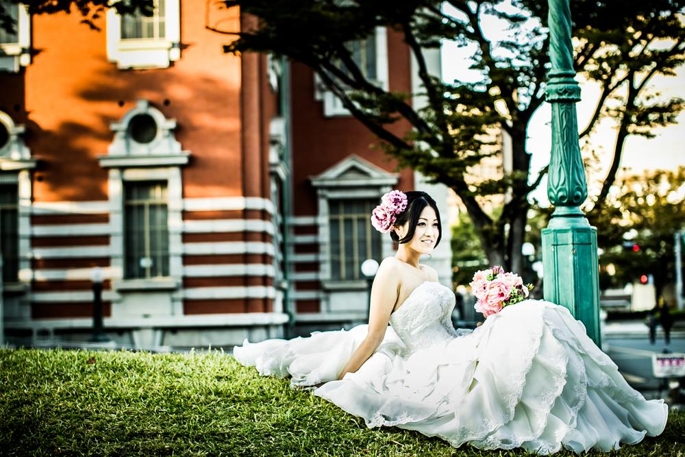 中之島中央公会堂前でウエデイングドレス姿で撮影